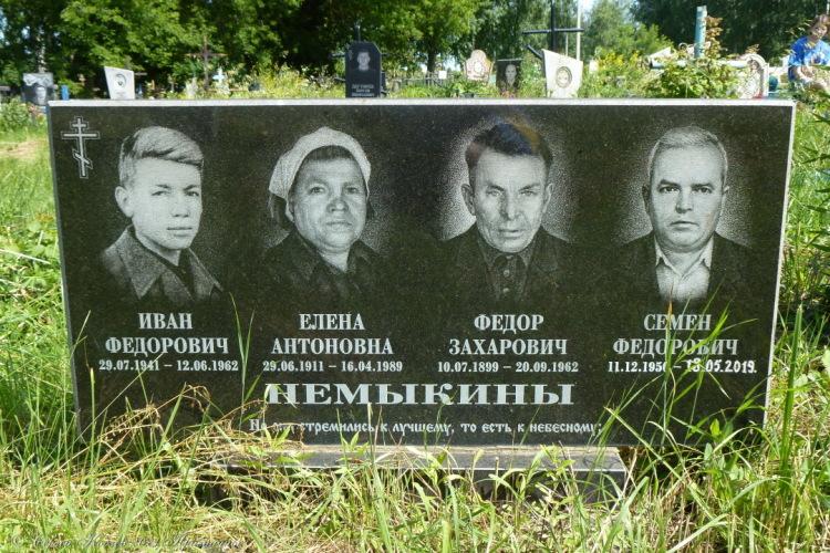 15. Семен Фёдорович сделал памятник себе при жизни, дату смерти вцарапали уже потом, по факту.